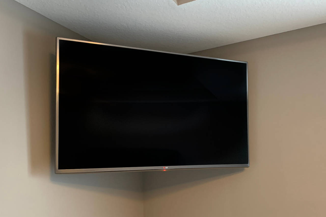 How to hang a flat-screen tv in a corner?